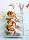 Meeresfrüchte Salat mit Mayonnaise Dressing in kleinen Schälchen
