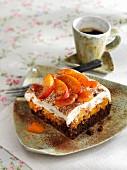 Schokoladenschnitte mit Aprikosen & Sahnecreme
