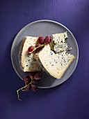 Blue sheep's cheese and red grapes