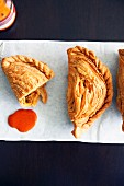 Puff pastry parcels filled with curry (Asia)