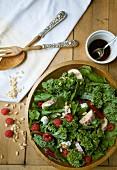 Lollo Biondo Salat mit Auberginen, Himbeeren und Pinienkernen
