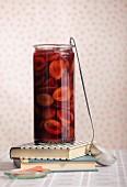 Zwetschgenkompott mit Portwein in Einmachglas