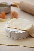 Brie im Teigmantel (ungebacken)