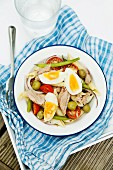 Salad niçoise with pasta and tuna