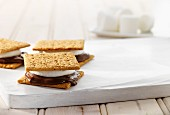 Crackers with hazelnut spread and marshmallows