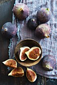 Fresh red figs, whole, halved and quartered