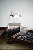 Moonshine Likör mit Heidelbeeren