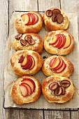 Sweet buns with plums and almonds