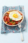 Fried potatoes with peppers, bacon and a fried egg