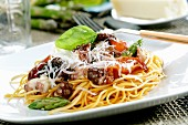 Spaghetti with tomatoes, octopus and green asparagus