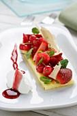 Polenta mit roten Früchten und Frischkäsenocke