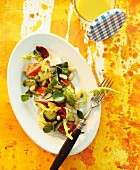 Salad leaves with tomatoes, courgette and beans