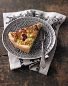 Russian shortcrust pastry tart with dill-flavoured sour cream