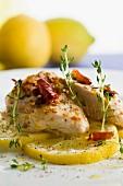Pollo al limone (Zitronenhähnchen mit Kräutern und Chili)