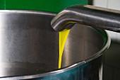 Kalt gepresstes Olivenöl