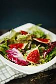 Gemischter Blattsalat mit Feigen