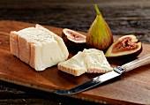 taleggio cheese with figs