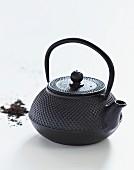 Asiatische Teekanne aus Gusseisen