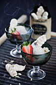 Tar flavoured meringues with strawberries
