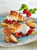 Crispy pastry with strawberries, peaches and cream