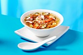 Noodle soup with prawns (China)
