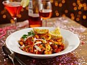 Nudeln mit Tomaten, Spinat und Ricotta am Partybuffet