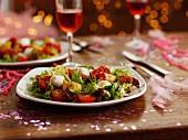 Tomaten-Mozzarella-Salat am Partybuffet