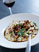Bacon and chanterelle mushroom risotto (close-up)