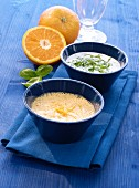 Orangen-Knoblauch-Dressing und Basilikum-Joghurt-Dressing