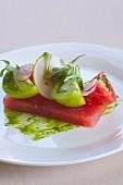 Vorspeise mit Wassermelone, roten & grünen Tomaten