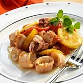 Gebratene Calamari mit Zitronen und Paprikaschoten