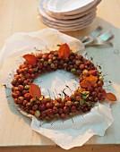 Herbstlicher Kranz aus Zieräpfeln