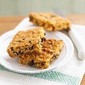 Oat and raisin blondies