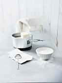 Kochtopf mit Frittierfett für die Zubereitung von Mutzen