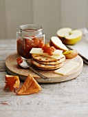 Crackers with gruyere and apple marmalade
