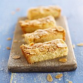 Shortbread with sliced almonds