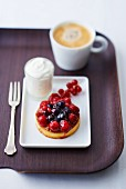 Berry tartlet with coffee