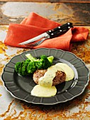 Burger with broccoli and bearnaise sauce