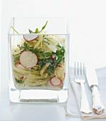 Weisskohlsalat mit Radieschen und Rukola