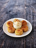 Crab cakes with mayonnaise