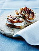 Toasted sandwiches with goat's cheese, bacon and sage