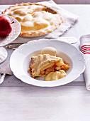 Apple Pie mit Eis und Vanillecreme