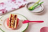 Cakewich mit Buttercreme und Kirschkonfitüre