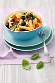 Penne with black olives and tomatoes