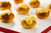 Gratinated mini brioches
