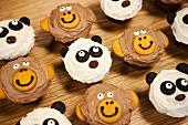 Cupcakes mit Tiergesichtern (Affe und Pandabär)