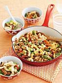Reispfanne mit Omelett, Schinken und Gemüse