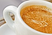 Kaffee in einer Tasse (Ausschnitt)