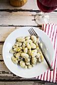 Basilikumgnocchi mit Parmesan und Zitronenschale