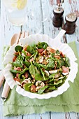 Spinach salad with mushrooms, bacon and pine nuts